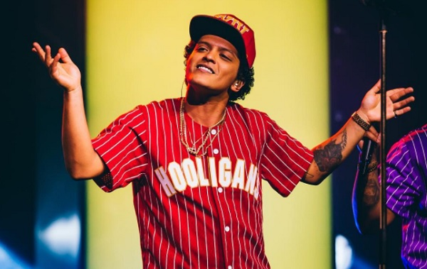 Who does Bruno Mars want to collaborate with?